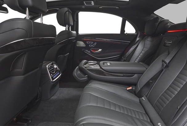 Các chất liệu trong xe ô tô rất dễ lưu lại các mùi khó chịu