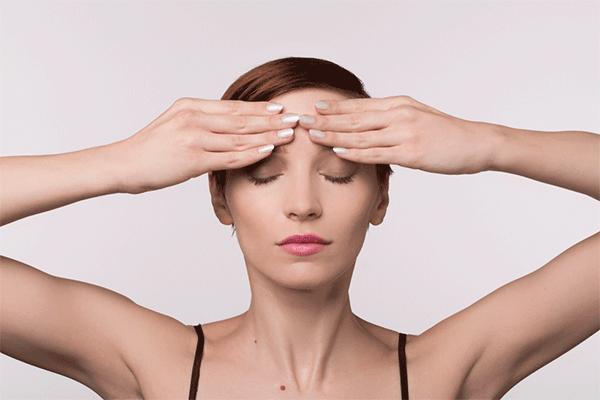 Cách massage mặt chống lão hóa bằng tay
