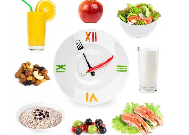 Chia nhỏ 3 bữa ăn chính là một trong những chế độ ăn vào con không vào mẹ giúp bé phát triển, giúp mẹ dáng thon.