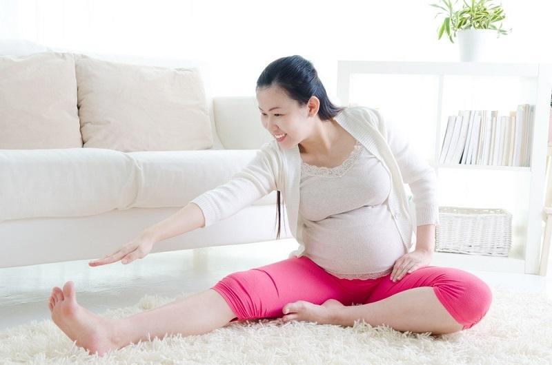 Tập thể dục góp phần phát triển sự dẻo dai cho em bé trong bụng.