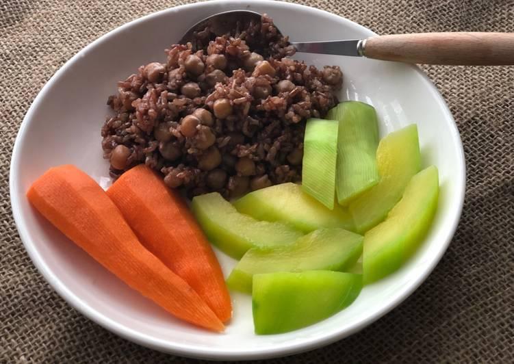 Bạn nên thay thế bột mì trắng, gạo xát trắng thành gạo nguyên cám hoặc gạo lứt trong khẩu phần ăn.