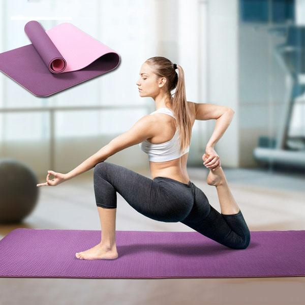 Thảm yoga là một trong những bộ dụng cụ tập gym tại nhà (Ảnh: Phunu247.vn)
