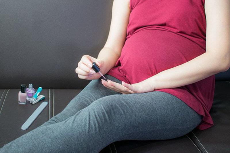 Để giữ an toàn cho sức khỏe mẹ & bé, việc tìm hiểu thêm những Tips làm nail tại nhà cũng rất hữu ích