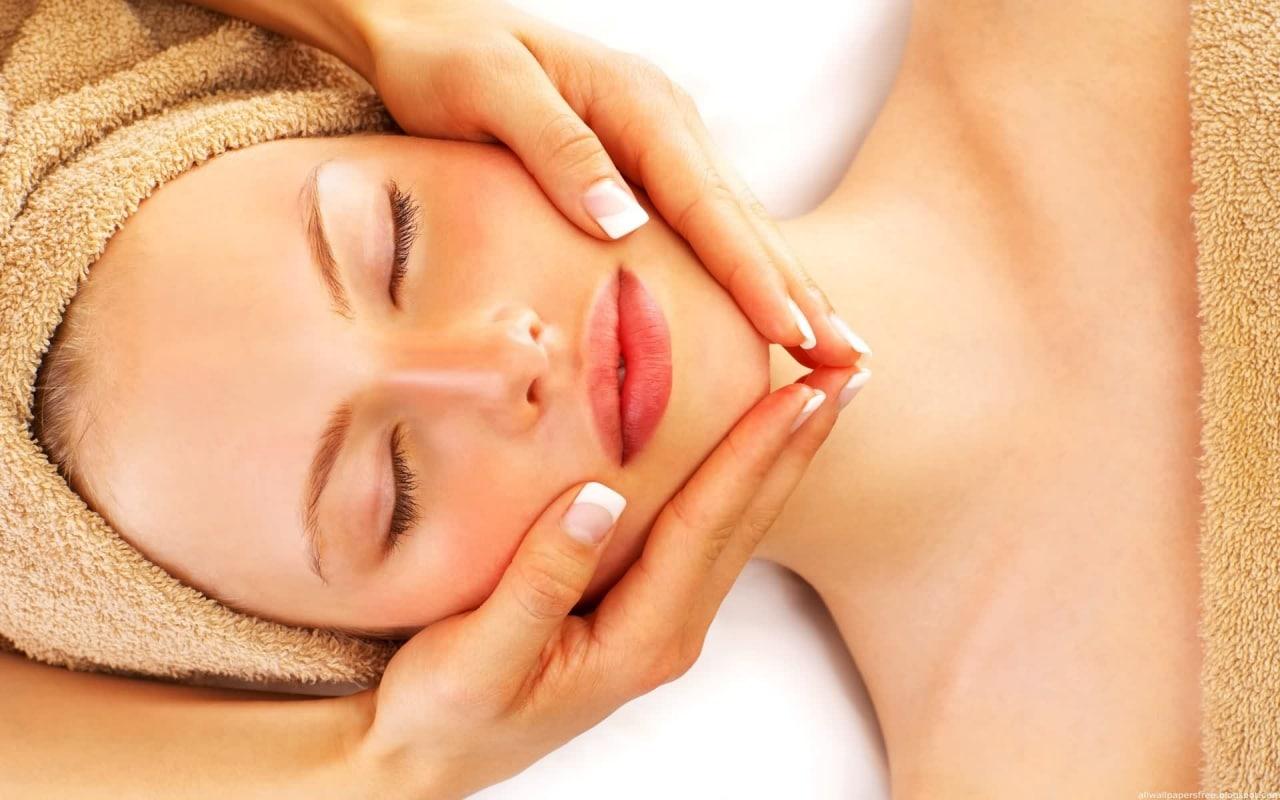 Cách dùng tinh dầu massage mặt