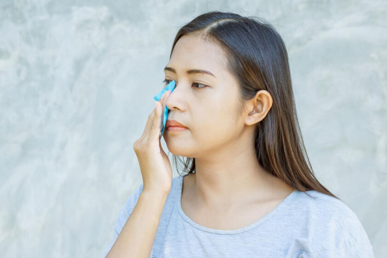 Sử dụng giấy thấm dầu đúng cách giúp cải thiện làn da cho bạn