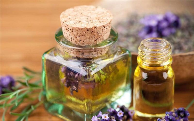 Tinh dầu hương nhu mang lại cảm giác sang trọng.