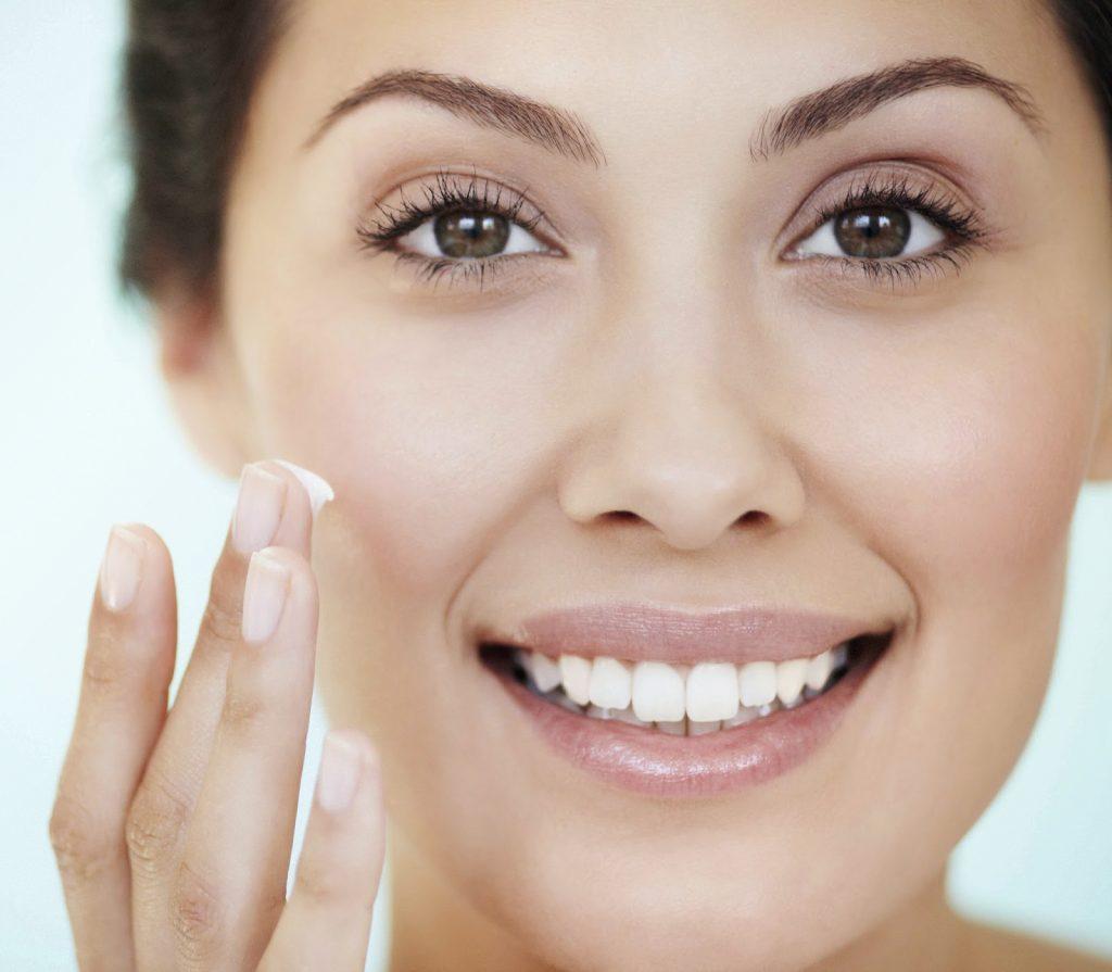 Nên chọn đúng kem dưỡng da mặt để dùng hiệu quả. (Ảnh: Elle)
