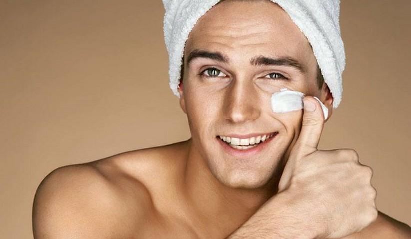 Chọn mỹ phẩm cho nam theo bản chất làn da. (Ảnh: Pinterest)
