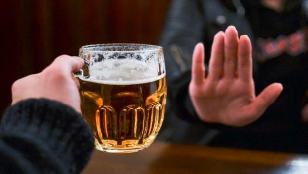 Hạn chế bia rượu để khắc phục yếu sinh lý nam
