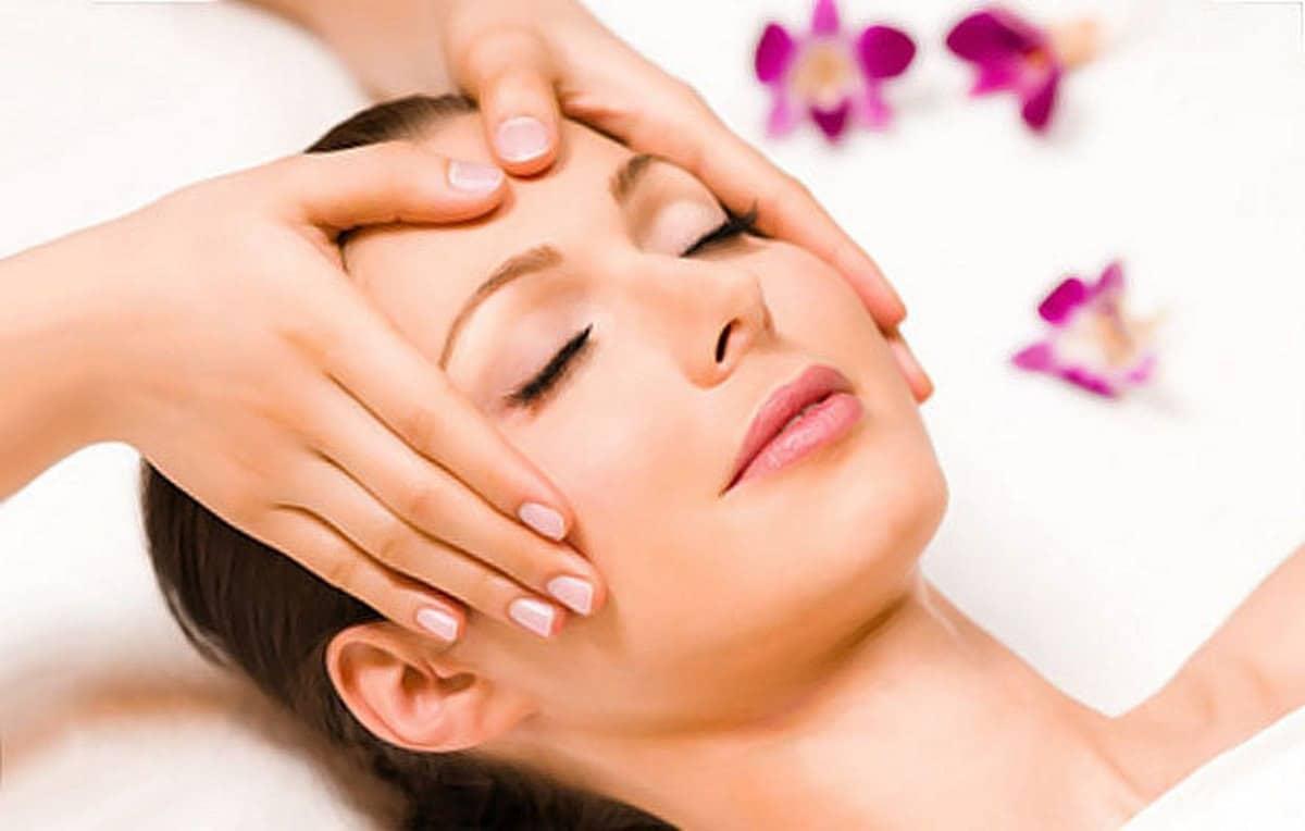 Lợi ích tinh dầu massage mặt