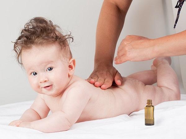 Tinh dầu tràm vô cùng phù hợp với bé