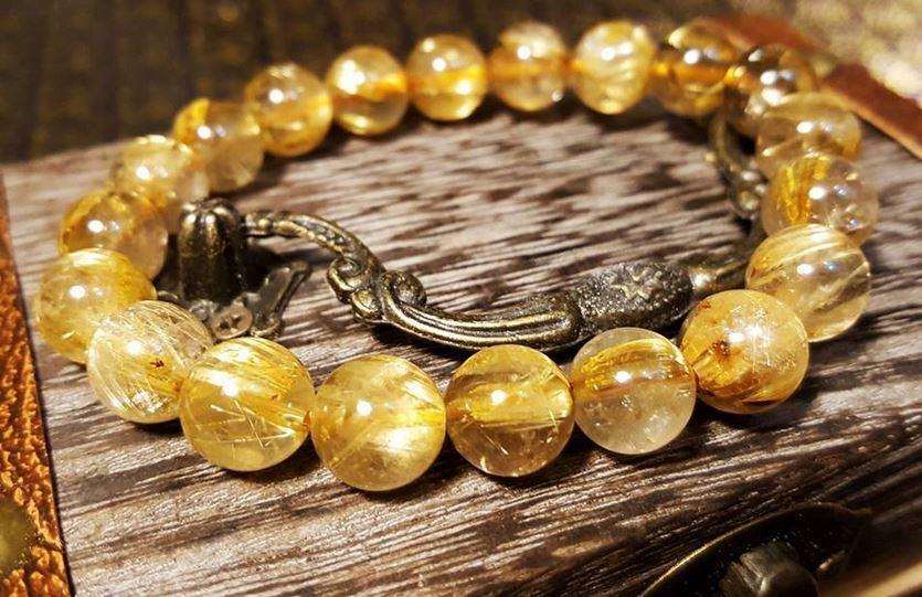 Vòng đá thạch anh tóc vàng mang lại sự may mắn và tài lộc cho gia chủ