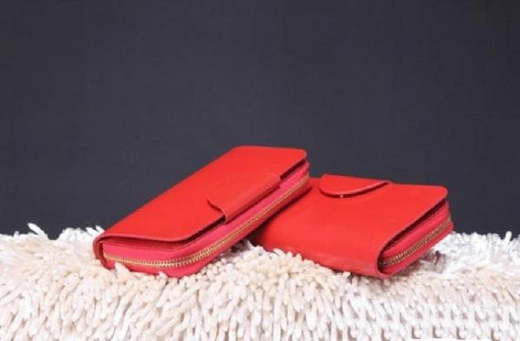 Người mệnh Kim không nên sử dụng những chiếc ví có màu đỏ, hồng, tím bởi đó là những màu tương khắc với bản mệnh