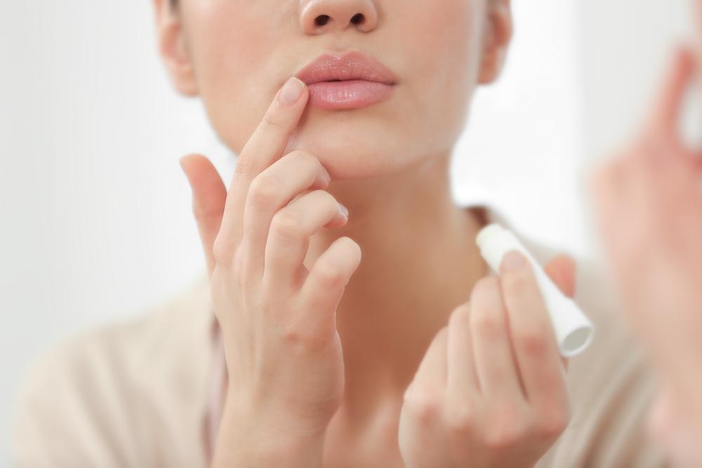 review tẩy tế bào chết môi căn mọng