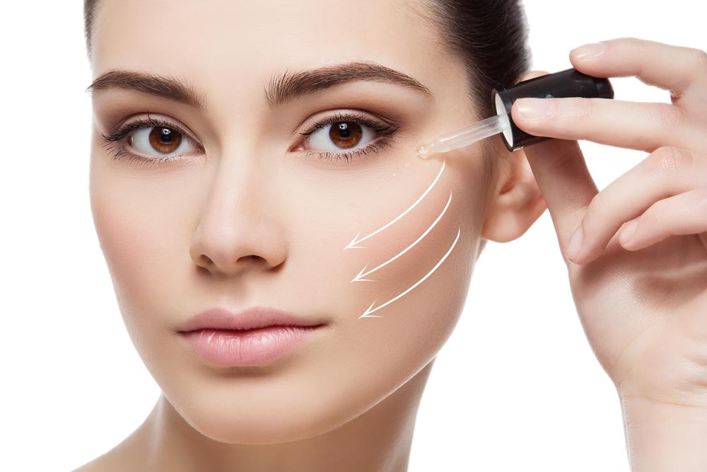 Serum có công dụng làm mờ vết nhăn trên da của bạn gái (Ảnh: Viskin.vn)