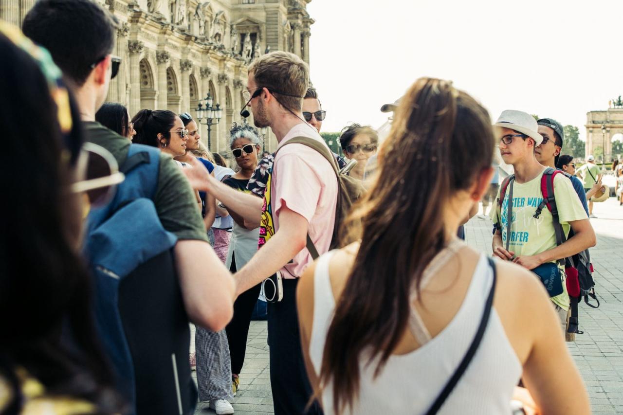 Những người có số 8 trong thần số học rất có thể thành công trong công việc của một hướng dẫn viên du lịch