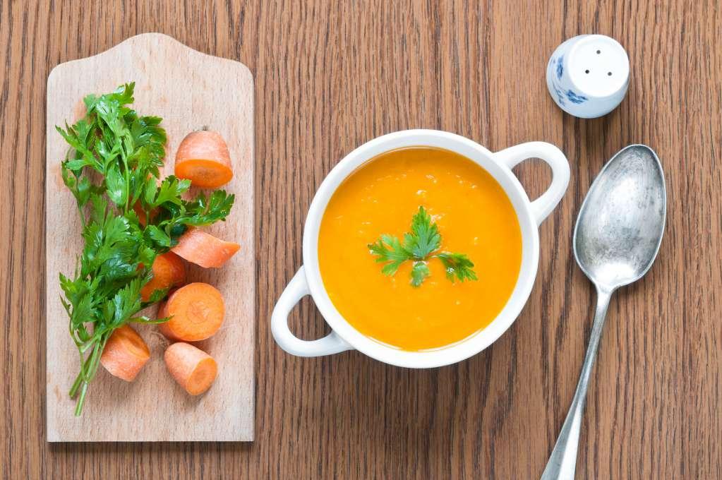 Cháo cà rốt là món ăn thứ 2 nằm trong thực đơn ăn dặm cho bé 6 tháng tuổi.