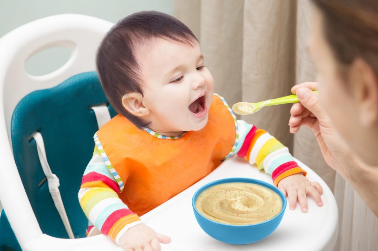 Một thực đơn ăn dặm hợp lý sẽ giúp bé phát triển nhanh chóng.