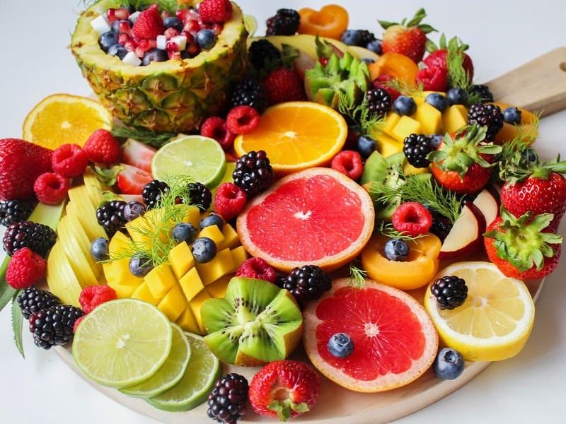 Hoa quả không chỉ cung cấp chất xơ mà còn chứa nhiều Canxi rất tốt cho mẹ bầu.
